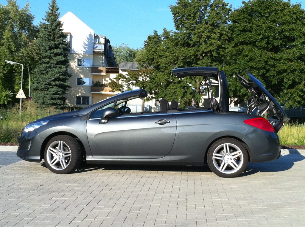 SmartTOP enables convertible top control via remote for Peugeot models